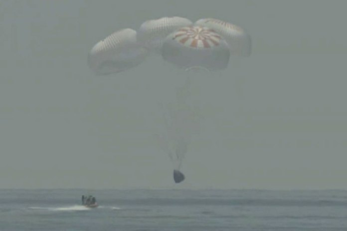 SpaceX capsule returns to Earth, makes 1st splashdown in 45 years
