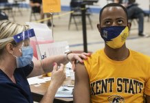 US colleges divided over requiring student vaccinations