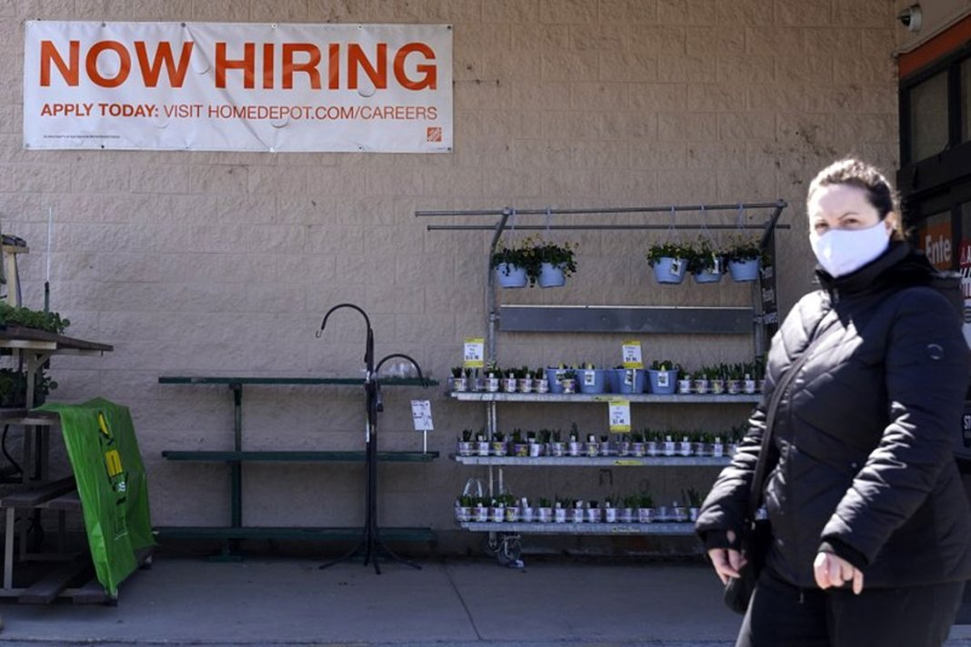 Virus still forces layoffs: US jobless claims up to 744K