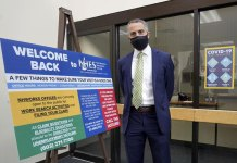 Unemployment claims drop to 473,000, a new pandemic low