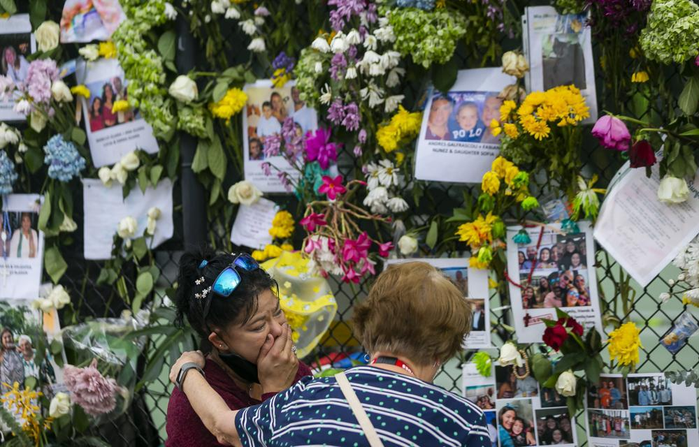 Counselors work to ease grief over Florida building collapse