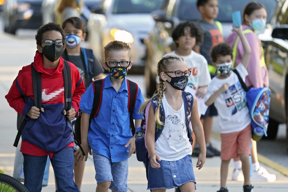 Big Florida school districts defy governor over mask mandate