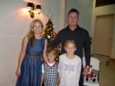 Triin, lapsed Logan ja Annika, ja Edward Karr. Kesk Florida Eesti Selts Jõulupidu, 11. dets. 2016. Foto: Lisa A. Mets