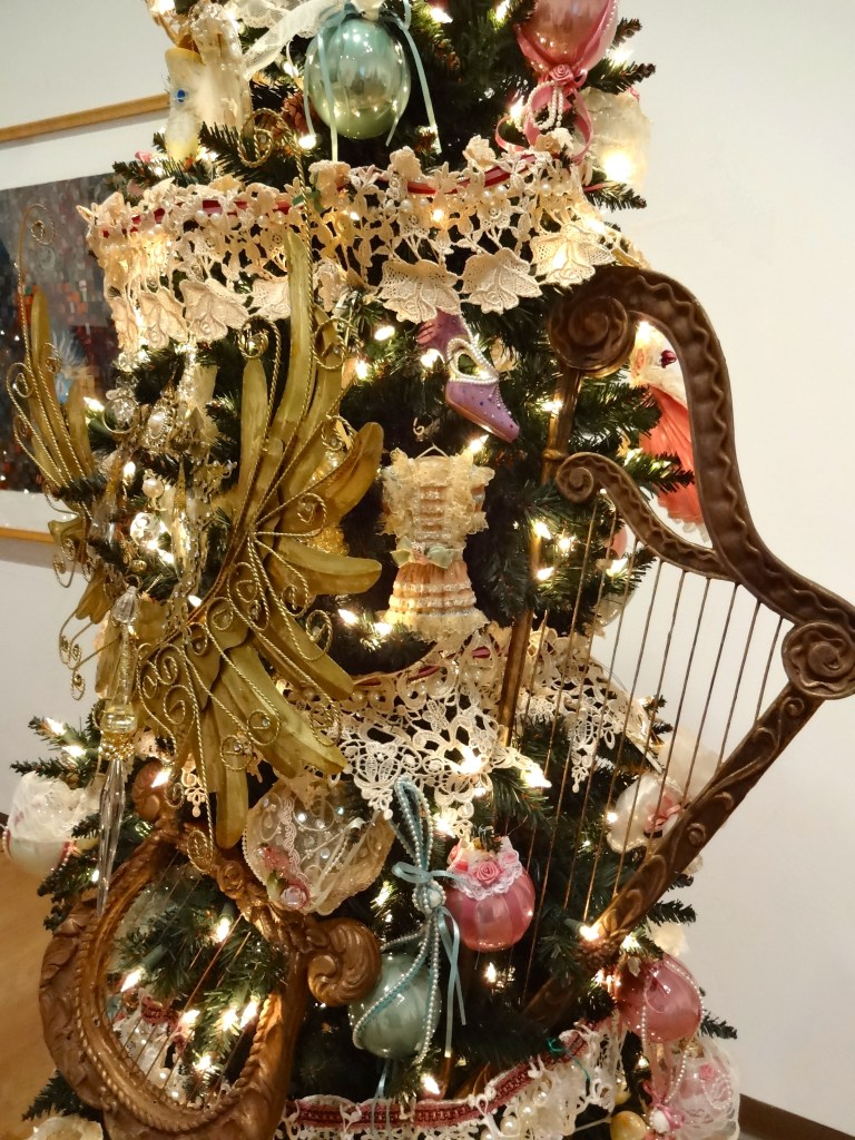 Pearlescent Victorian Christmas Tree