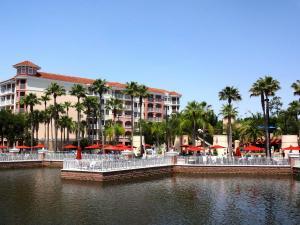 Pool & Lake at Marriott Grande Vista in Orlando