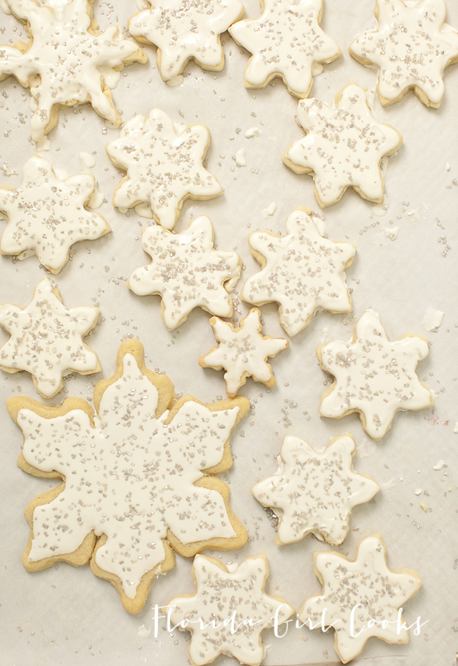 Sugar cookies with Royal Icing, royal icing, sugar cookies, soft cookies, perfect cookies, holiday baking, baking, holiday entertaining