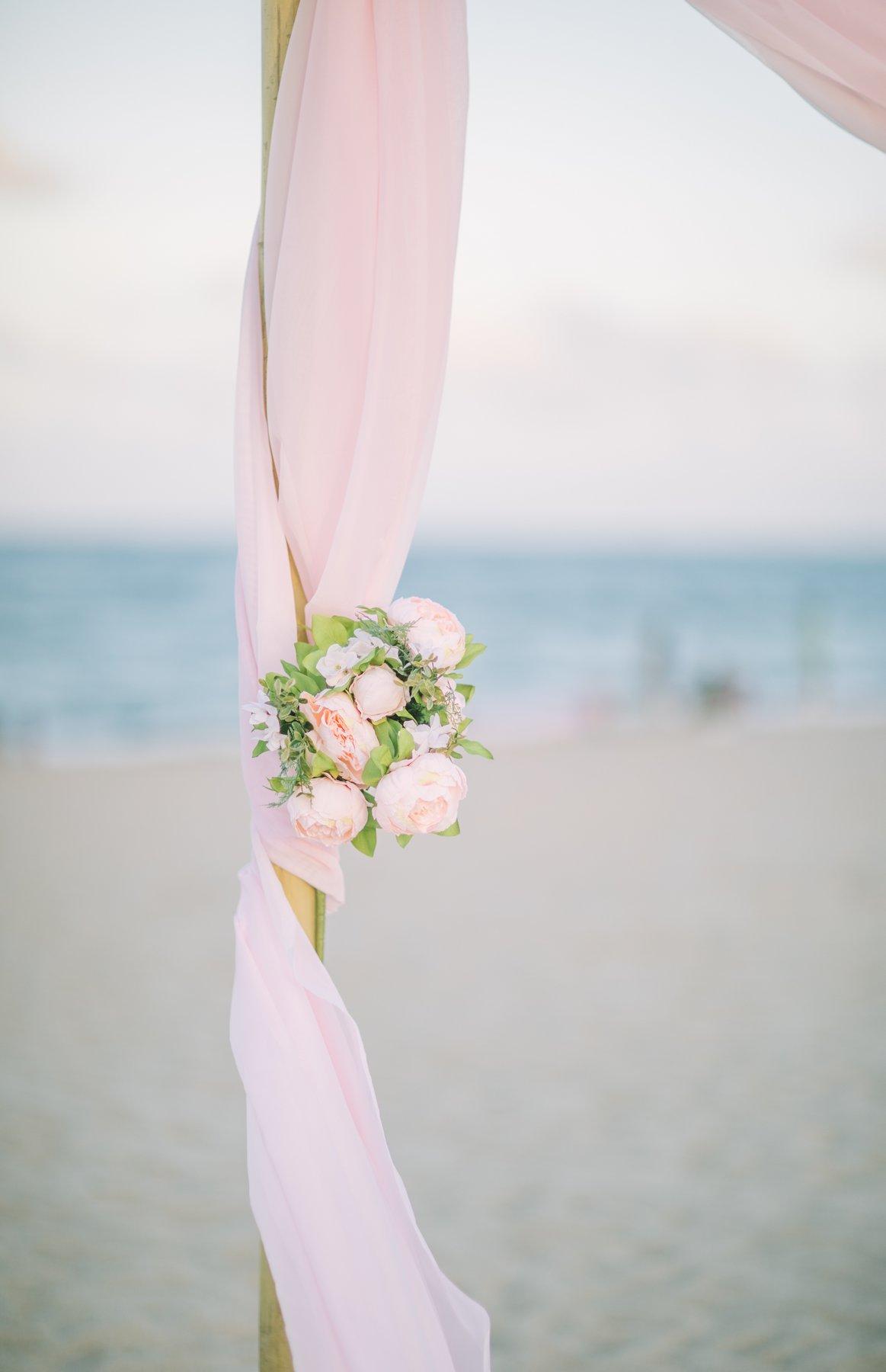 simple-beach-wedding-decoration-for-elopment-2 Simple Bamboo Decoration for Elopments