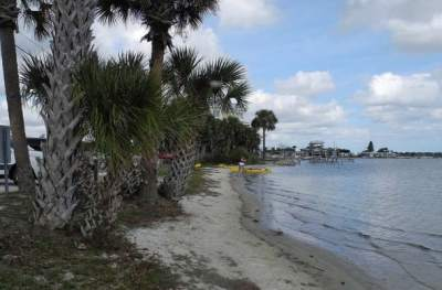 Public beach and kayak launch in Oak Hill