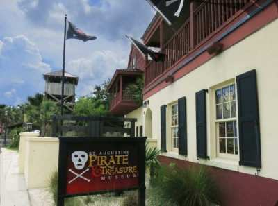The jolly roger flies over the St. Augustine Pirate and Treasure Museum.