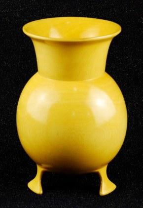 Tony Georgw 3legged vase.JPG