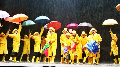 Singin-in-The-Rain-final-musical-show-spectacle-Théâtre-du-Chatelet-Paris-Dan-Burton-Daniel-Crossley-Clare-Halse-Jennie-Dale-on-stage-photo-by-United-States-of-Paris-blog-672x372
