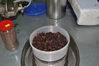 Republica Dominicana -Eco Caribe Tour-cacao - pregatit pentru macinat