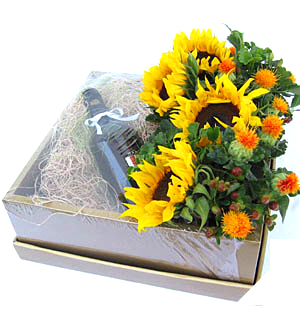 Summer Surprises Wine Gift Box Delivery Kl Pj Malaysia Premium Online Florist In Malaysia Florygift Deliver Flowers Gifts