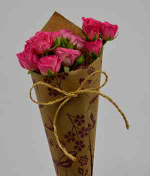 Mirada coqueta de bouquet de rosas para Arreglos florales Tijuana - Florerias en Tijuana