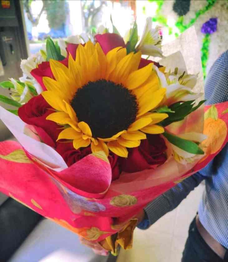 Ramo de rosas con girasoles para Arreglos florales Tijuana - Florerias en Tijuana