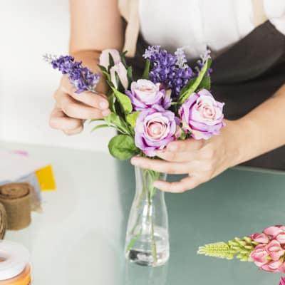 cuidados de un arreglo floral en jarrón