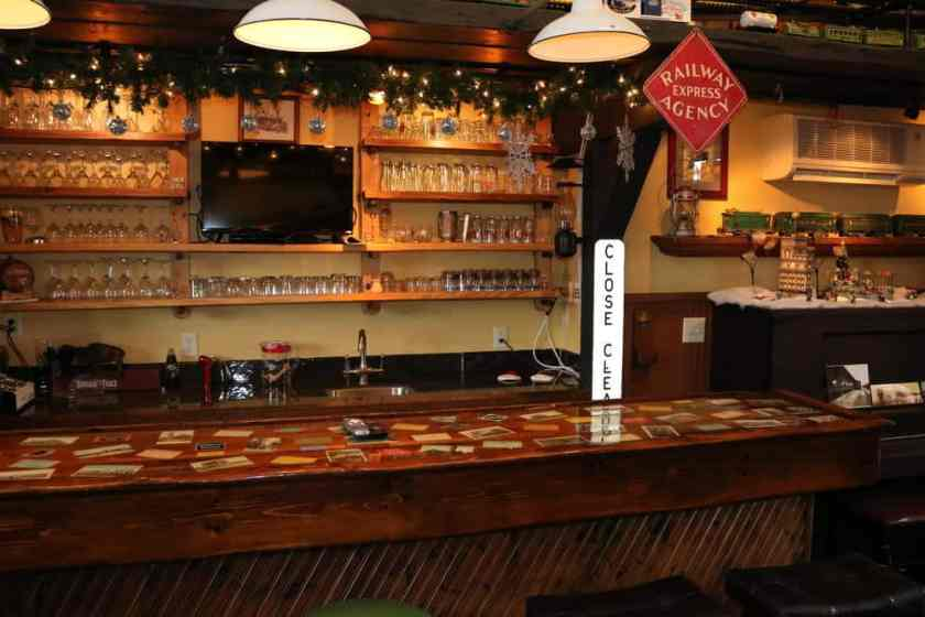 Riley's Railhouse Bed and Breakfast Lounge Bar