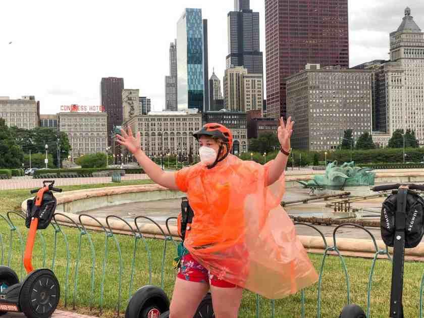 Tour guide explaining Buckingham Fountain during Chicago tour