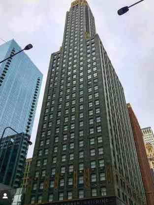 Art Deco Style Skycraper on walking Chicago tour