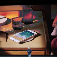 apple-iphone-wireless power up