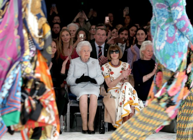 Queen Elizabeth and Anna Wintour Fashion at #LondonFashionWeek – Pics Here!