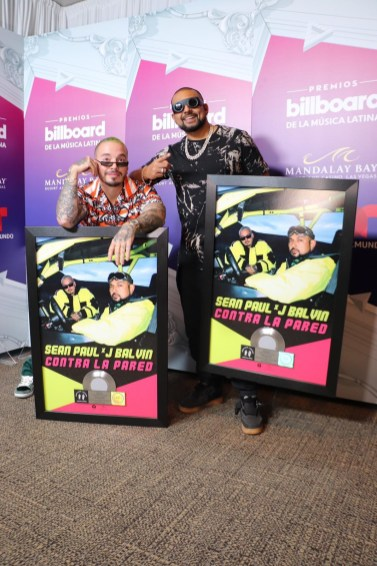 "Watch Sean Paul & J Balvin Perform Their New Smash Single ""Contra La Pared"" at Latin Billboard Awards-3"