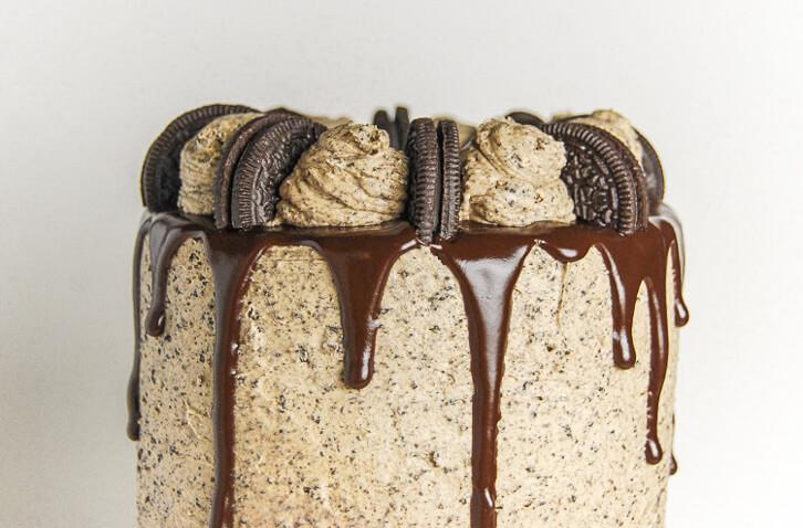 Peanut Butter Oreo Cake with Peanut Butter Chocolate Ganache Drip