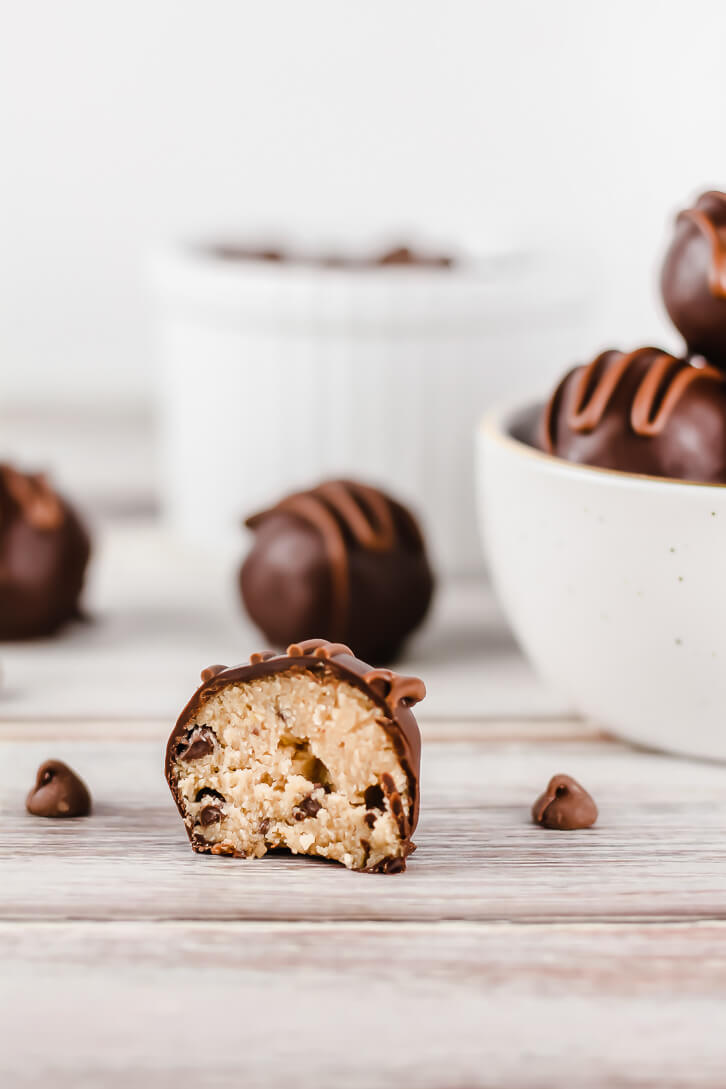 You don't have to worry when you take a bite out of these edible cookie dough truffles - the dough is made without eggs and uses oat flour!