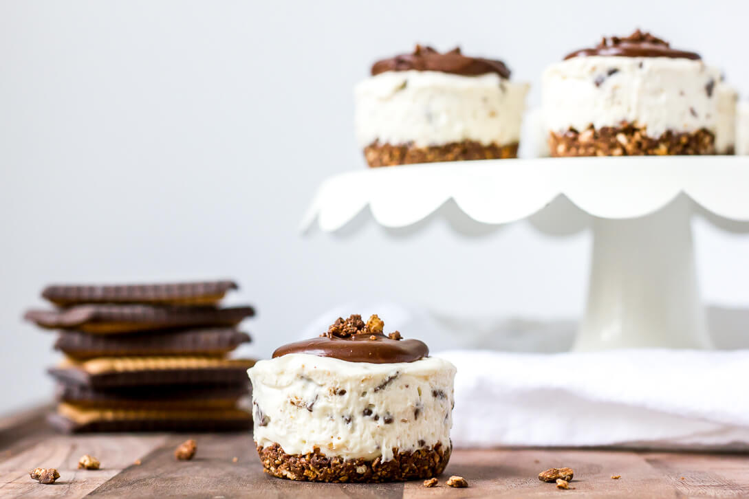 No Bake Mini Cheesecakes with Chocolate Butter Biscuits | Flour Covered Apron | Bahlsen's Choco Leibniz Cookies make a perfect cheesecake crust!