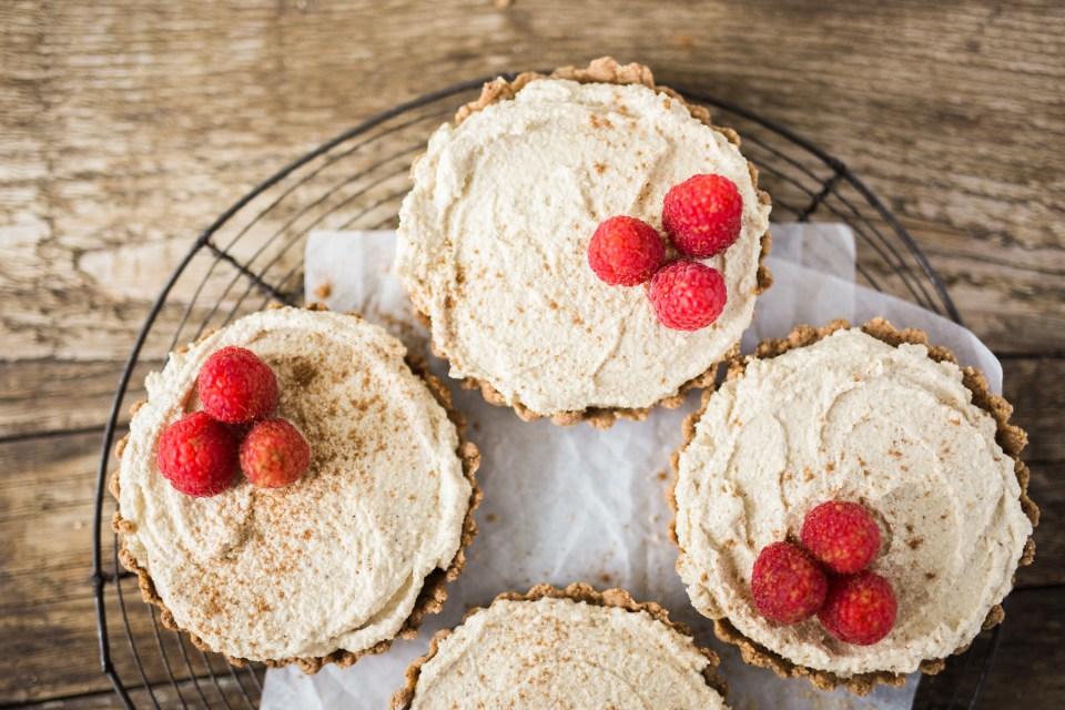 Paleo Gingersnap Snickerdoodle Cheesecakes by Flourish
