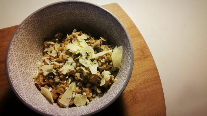 Koolhydraatarme risotto met witte wijn, champignons en parmezaanse kaas