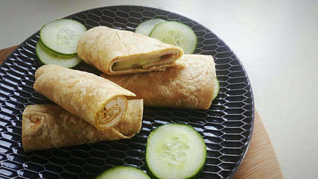 Koolhydraatarme wraps met kipfilet, pesto en roomkaas - flowcarbfood.nl