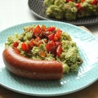 Koolhydraatarme broccolistamppot met paprika, spekjes en rookworst