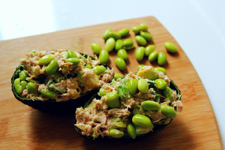 gevulde avocados met wasabi tonijnsalade
