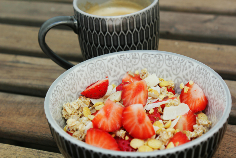 griekse yoghurt met aardbei en koolhydraatarme muesli
