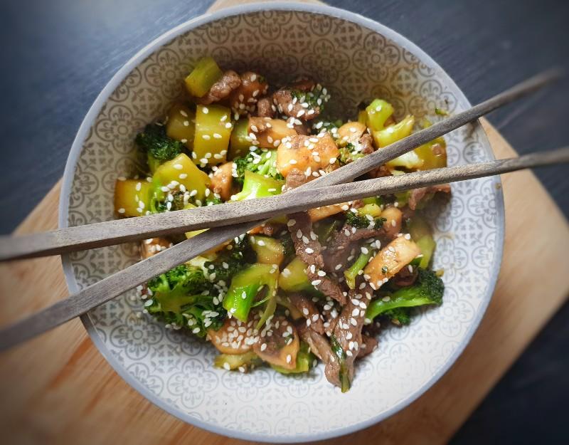Wok runderreepjes, broccoli en champignons