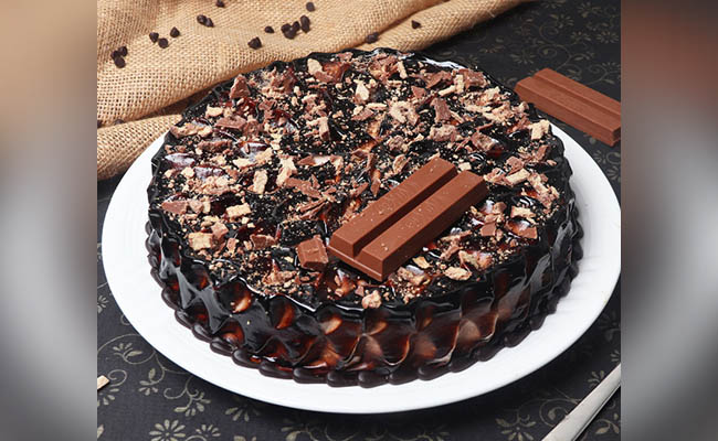 Best thing about chocolate cake is that they can be molded into any particular popular theme. Top 10 Simple Birthday Cake Design For Boys Floweraura
