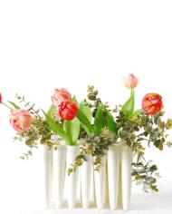 Tulips-Fuchsia-pink-eucalyptus-in-Laurence-van-Wieringen