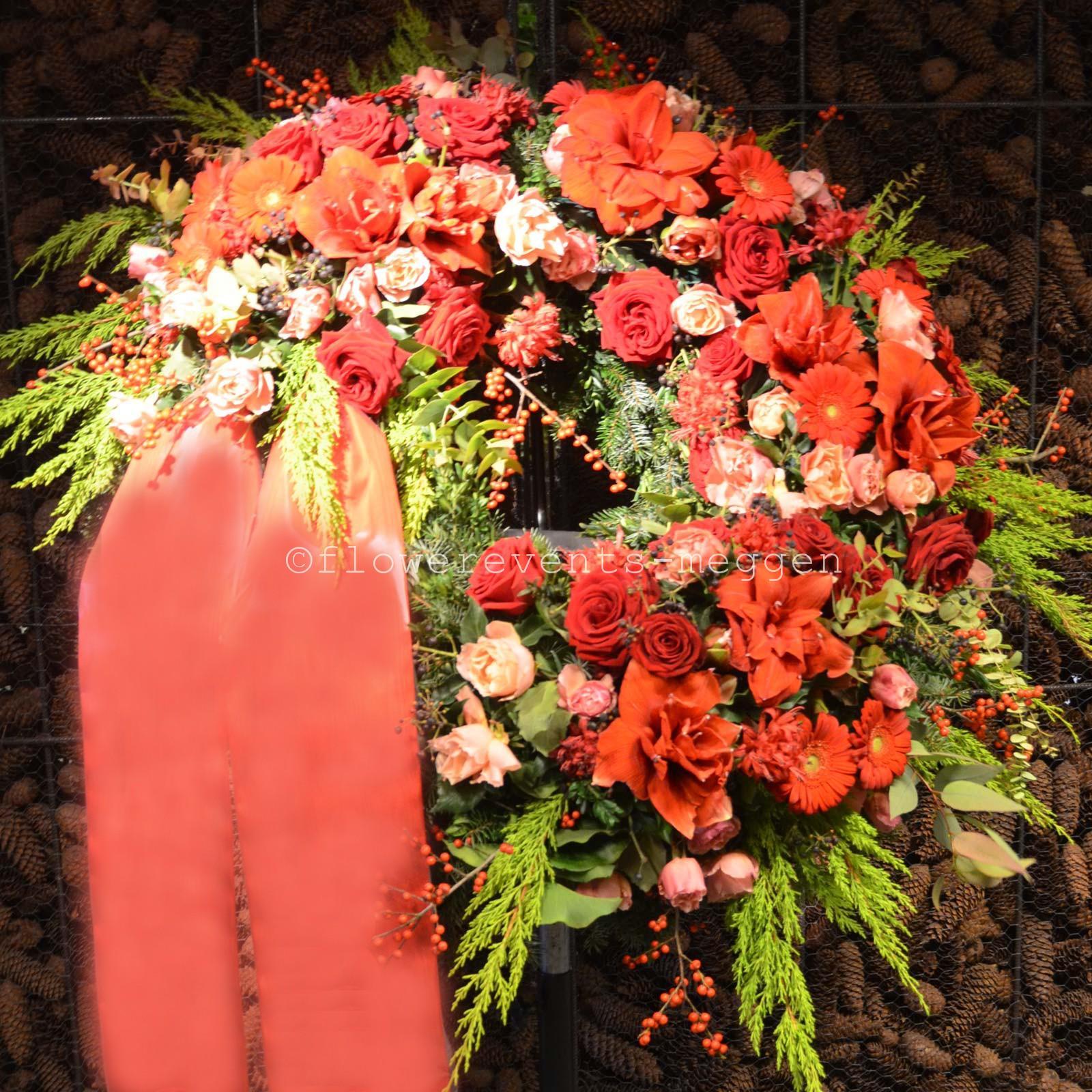 Trauerkranz in weiss  Blumen Flowerevents Luzern  Meggen