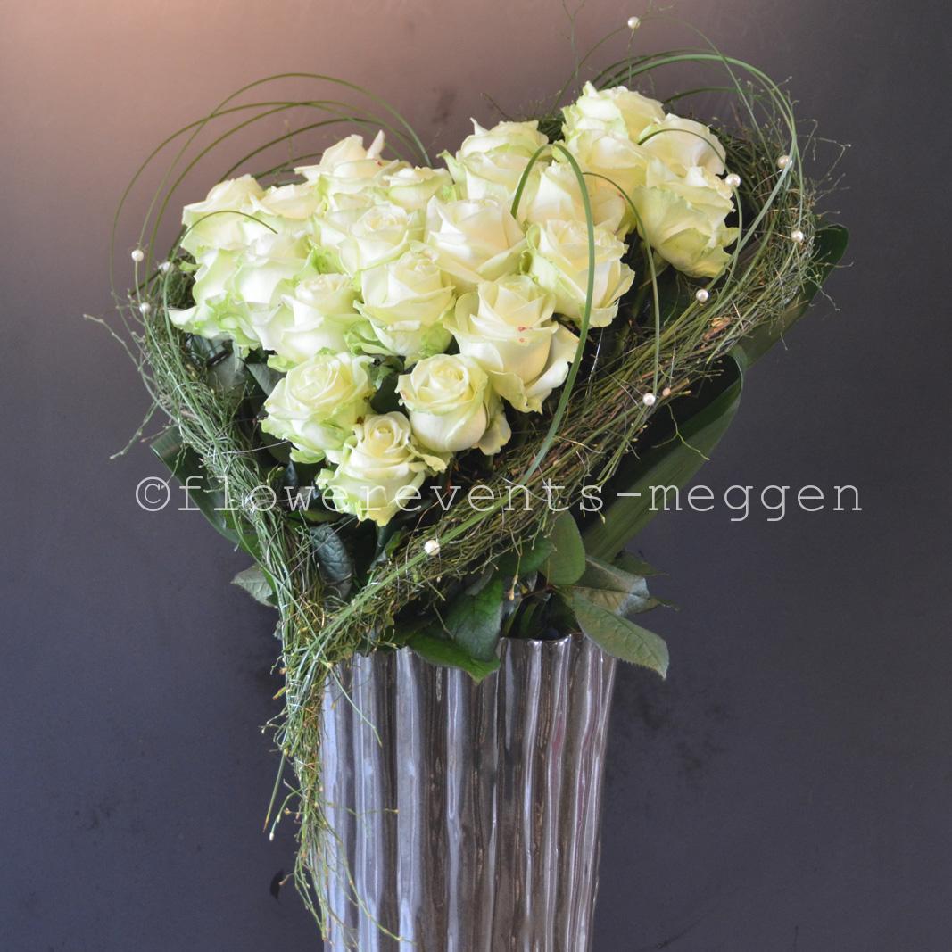 Rosenstrauss in Herzform bei Flowerevents kaufen