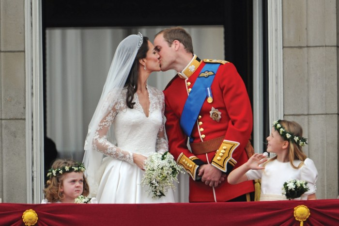 28 Apr 2011, London, England, UK --- The Prince William of Wales kisses his new bride Catherine Elizabeth ìKateî on the balcony of Buckingha m Palace. The Prince and Princess of Wales greet the huge crowd after their wedding at Westminster Abbey. --- Image by © Stephane Cardinale/People Avenue/Corbis