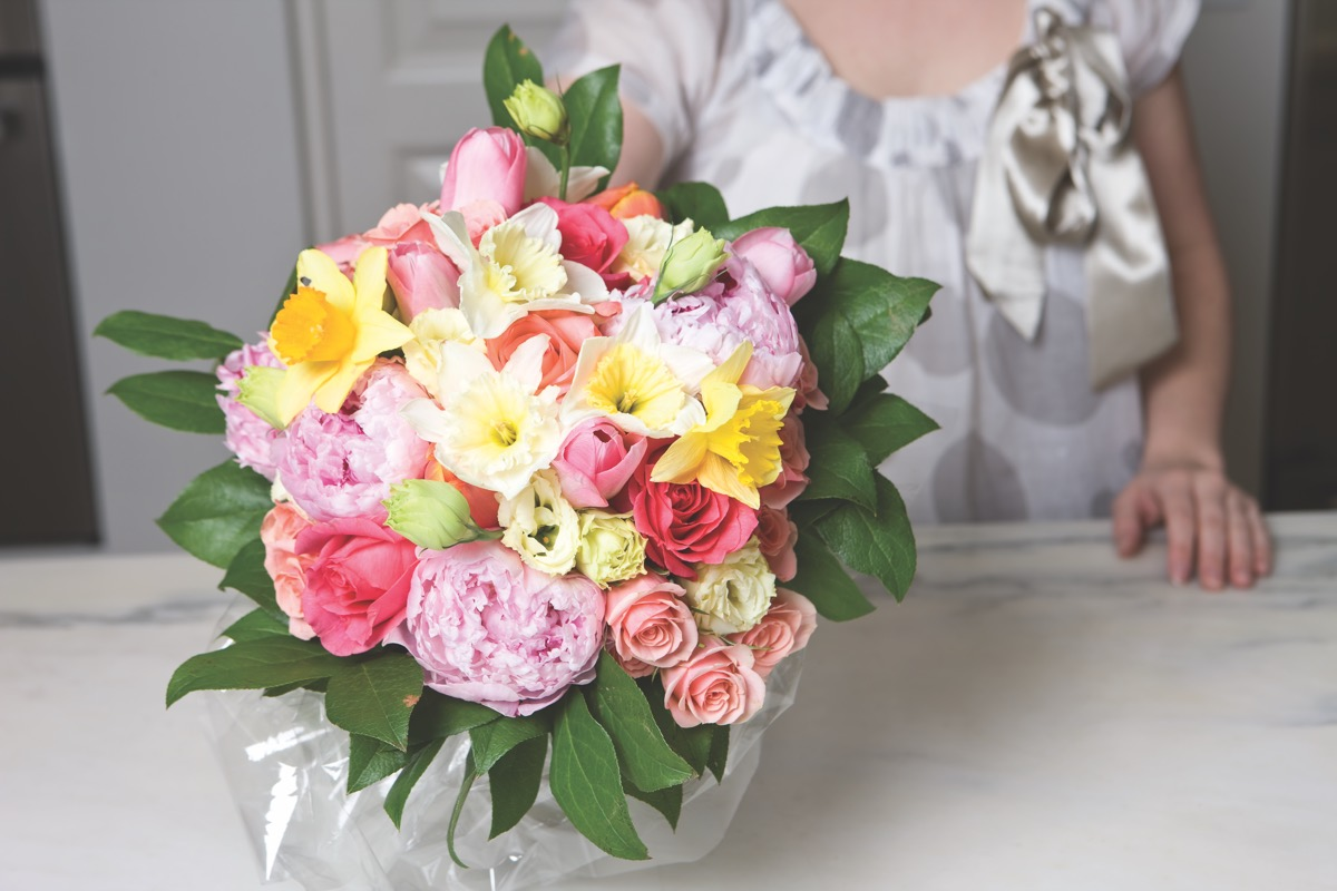 French Twist A Hand Tied Bouquet Flower Magazine