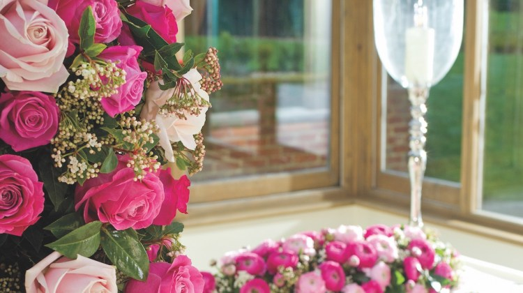 Wedding flower arrangements flower magazine home lifestyle roses for weddings junglespirit Image collections