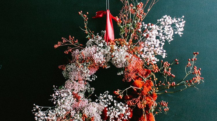 asymmetrical wreath, floral wreath