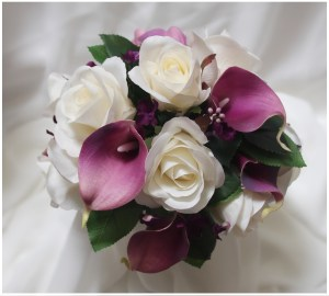 Natural bridesmaid posy with purple calla lilies, White roses, purple filler and rose leaves.