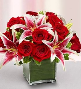 1-800-Flowers – Modern Embrace Red Rose and Lily Cube – Medium