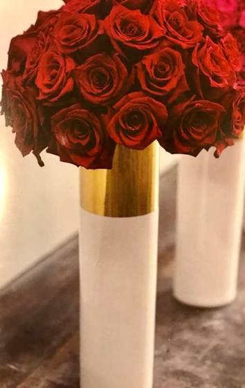 lovely-roses-in-tall-cylinder-vase