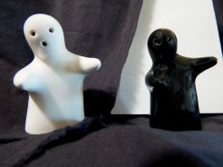 Ceramic ghost-like interlocking objects
