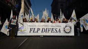 3-La FLP DIFESA in manifestazione