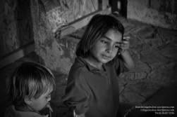 DILVI (rechts) mit ihrem kleinen Bruder DIRHAM.